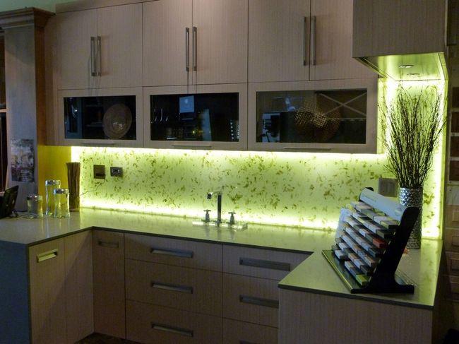 Стеклянный фартук с подсветкой для кухни своими руками 67