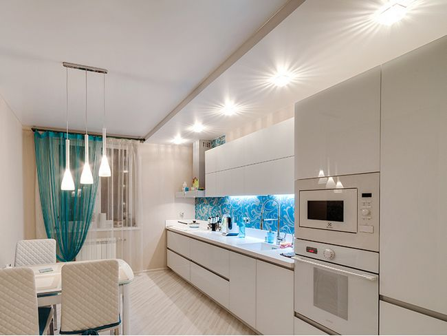 6 вариантов отделки потолка на кухне, фото