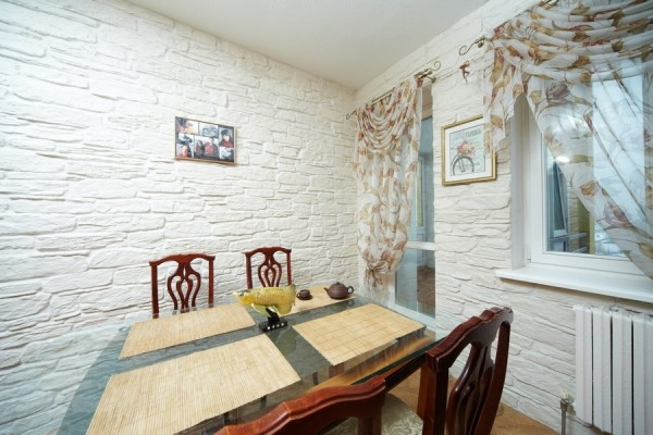Фото дизайн стены у стола на кухне 41