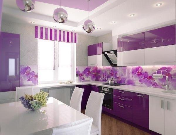 Модный, яркий, насыщенный фиолетовый цвет в интерьере кухни