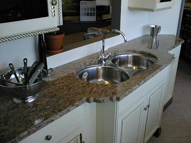 Интерьер кухни столешница натуральный камень столешница из камня в кухню фото