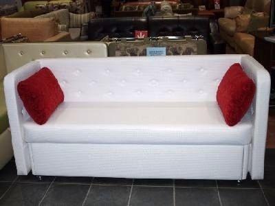 как разместить диван на маленькой кухне металлические диванчики