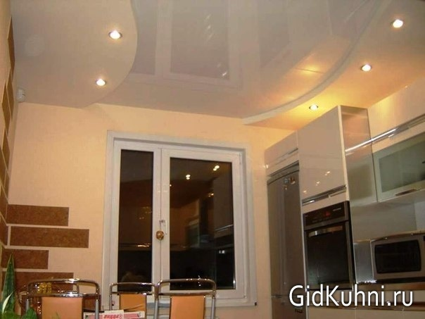натяжные потолки на кухне в хрущёвке фото